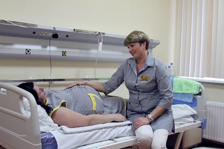 беременная женщина в больнице при пиелонефрите