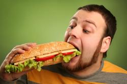Переедание - причина воспаления пищевода
