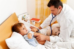 Осмотр врача при астматическом бронхите