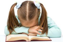 Вялость и сонливость ребенка - признак начала заболевания
