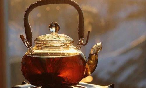 Сложно назвать черный чай от цистита полезным, т. к. в нем содержится большое количество дубильных веществ