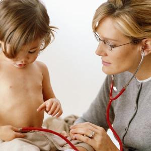Ребенок на приеме врача