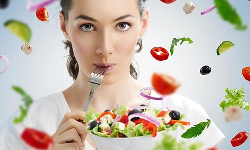 В меню больного хроническим циститом не должно быть задерживающих жидкость в организме продуктов, количество соли нужно сократить