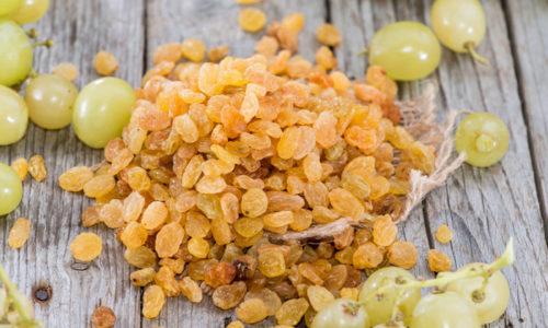 Для приготовления компотов можно использовать сушеные плоды, изюм