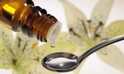 Наряду с антибактериальными препаратами, спазмолитиками и анальгетиками используют фитопрепараты в виде капель