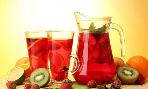 Для обеспечения организма полезными витаминами нужно ввести в рацион такие напитки, как кисель и компот