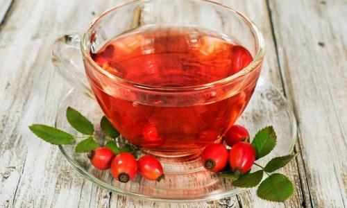 Красный чай укрепляет стенки сосудов, улучшая микроциркуляцию в стенках больного органа