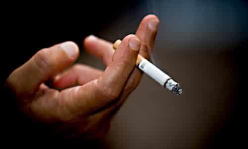 Спровоцировать цистит у мужчин может курение