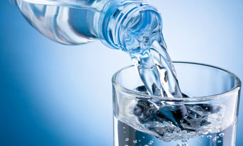 К альтернативной медицине относят прием минеральной воды