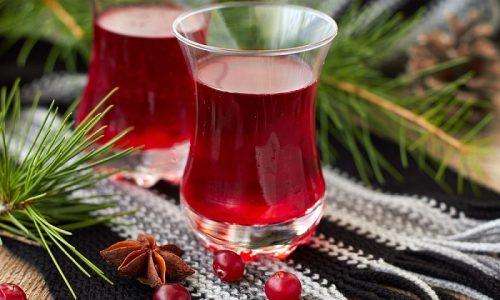 Для лечения цистита в домашних условиях используют клюкву. Из ягод выжимают сок, который пьют по 1 стакану утром натощак. Из клюквы готовят и морсы, которые потребляют в неограниченных количествах