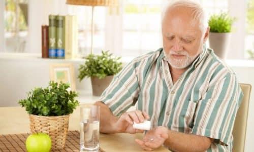 Для лечения цистита у мужчин назначаются противомикробные препараты, уросептики, средства растительного происхождения