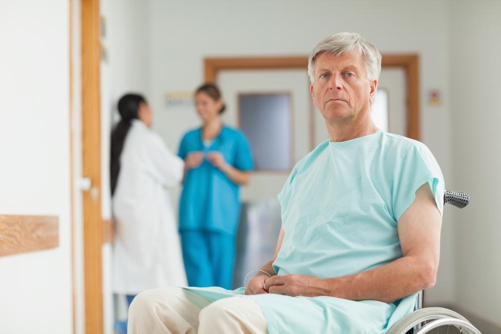 мужчина готовится к операции удаляения простаты