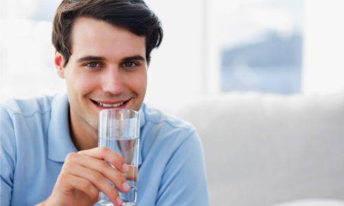 Важная роль отводится соблюдению питьевого режима: рекомендуется употреблять в сутки не меньше 2 л жидкости