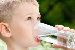 Обильное теплое питье для лечения бронхита при беременности