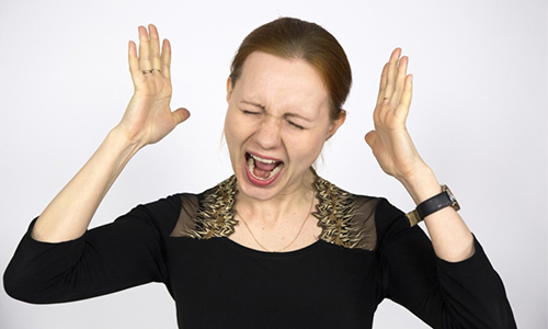 Если заболевание приобретает хроническое течение, то оно может обостряться при стрессе